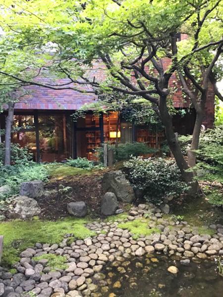 カフェ・ミラーの日本庭園